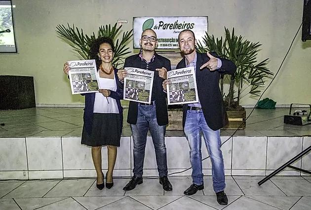 EM NOITE ESPECIAL, FOLHA DE PARELHEIROS LANÇA VERSÃO IMPRESSA